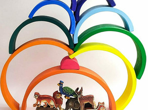 Rainbow stacking puzzle with Jungle animals
