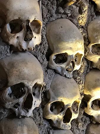 Cappella-dos-Ossos-Chapel-of-Bones.jpeg