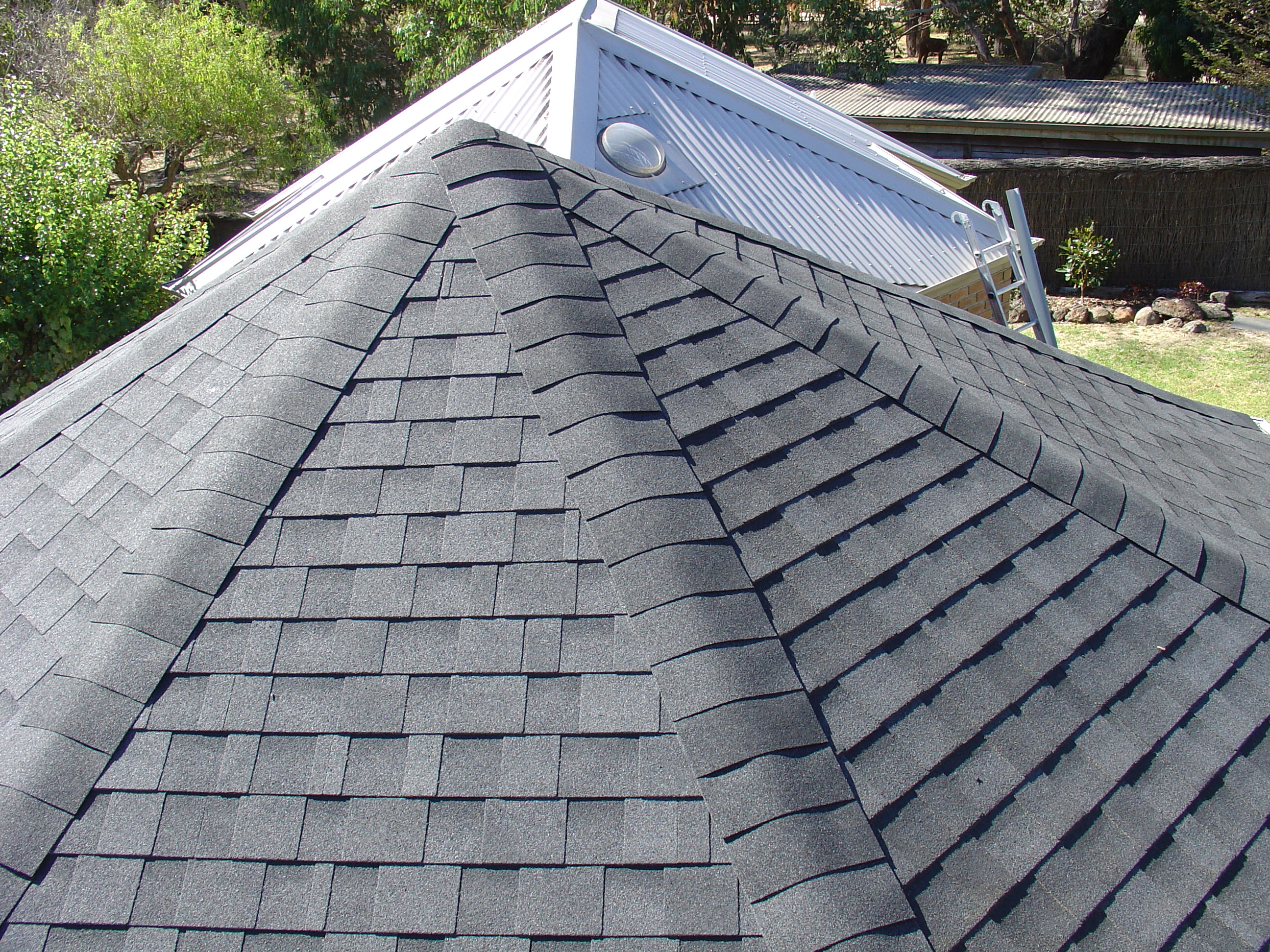 Cambridge-Dual-Black-Asphalt-Shingles