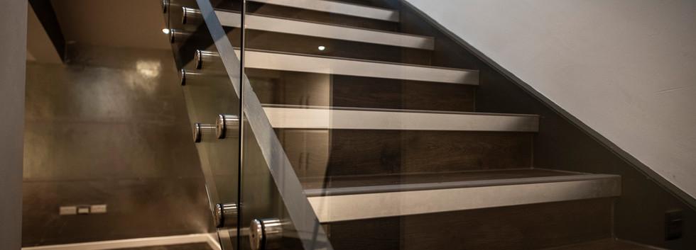 Entrance & Stairs 0013.jpg
