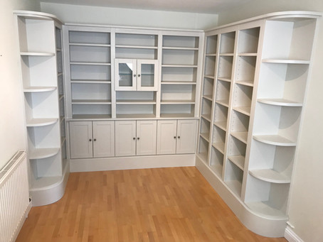 Bespoke fitted library in Oundle