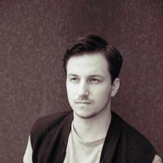 Daniel Leadbitter-5398_bw_redcream.jpg