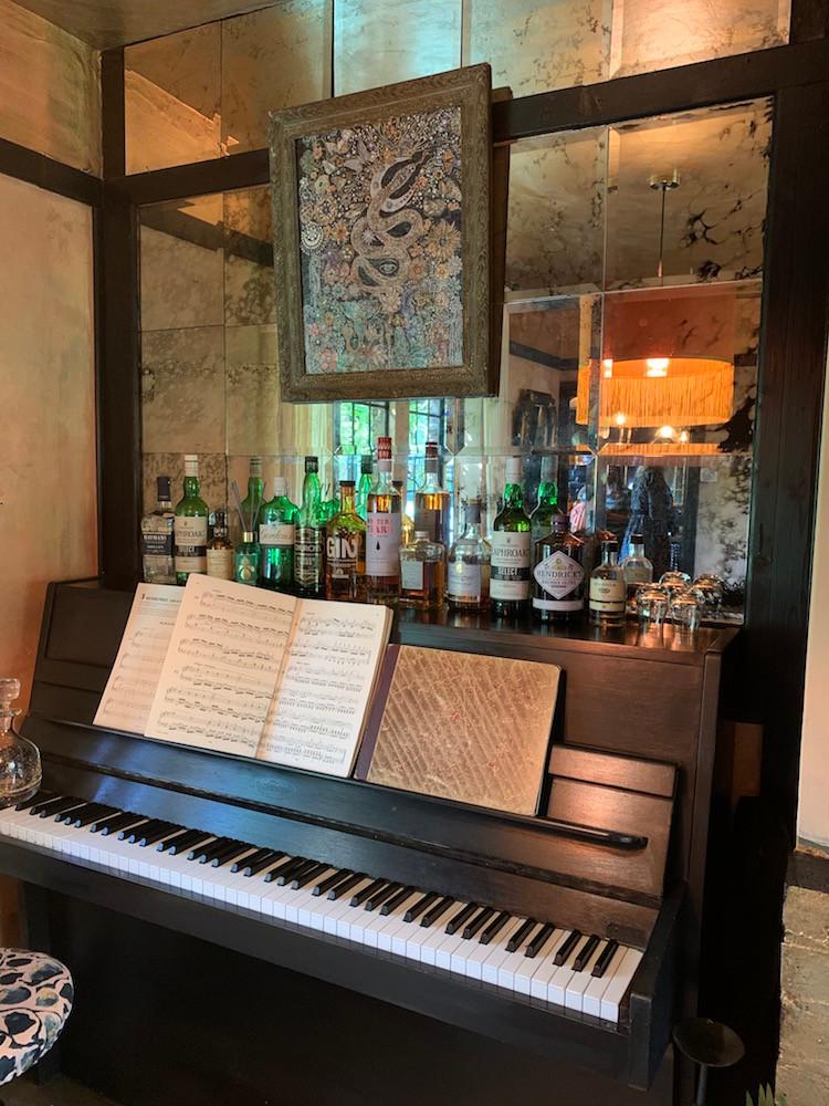 Anna Haymna house tour piano