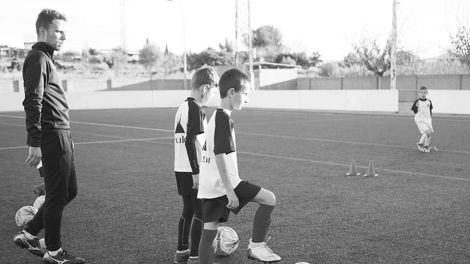 Entrenamiento individualizado de fútbol, realizado por la escuela / academia de fútbol Futshuku. Quien forman parte de nuestro equipo?