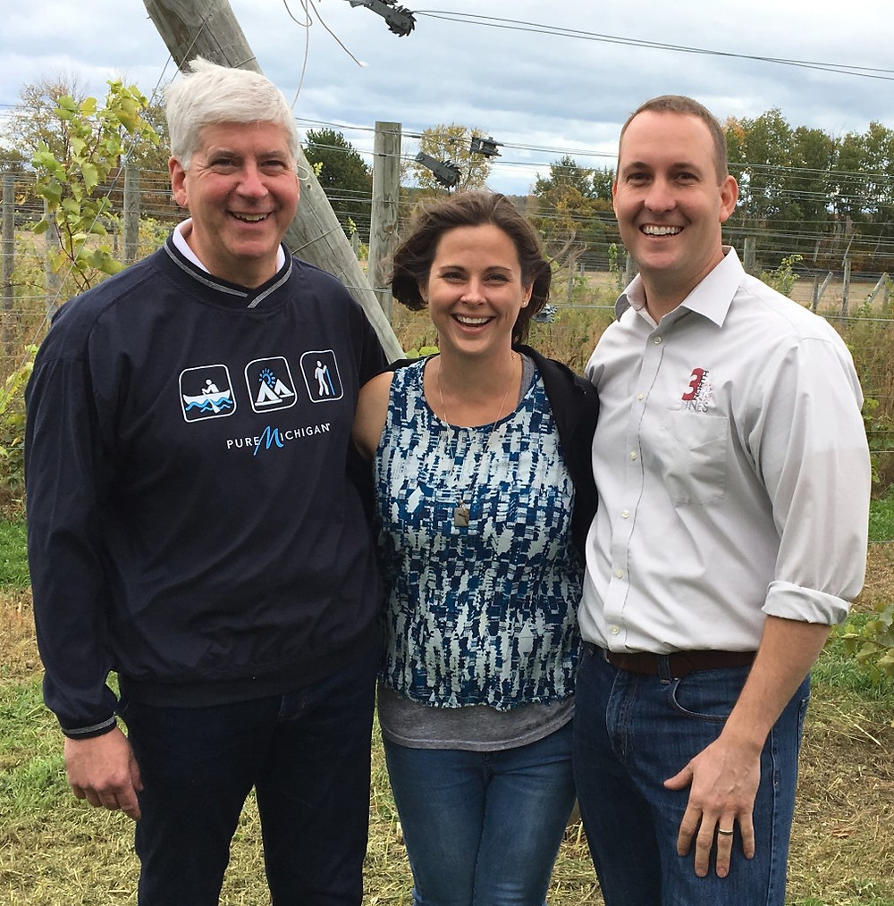 Governor Snyder poses with Owners Nate & Kristi Shopbell