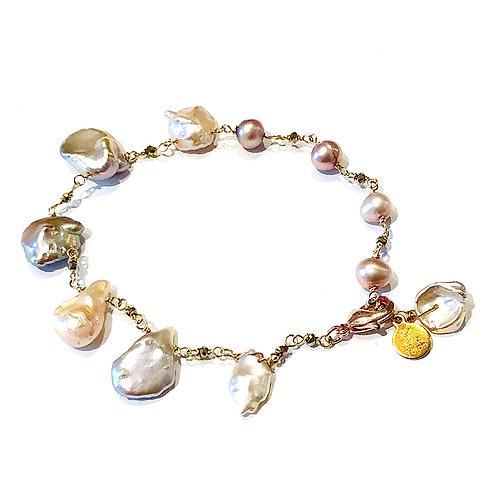 Unique pearl bracelet