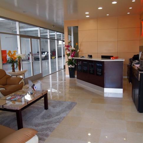 19th Autobody Center DC location / Customer Lounge
