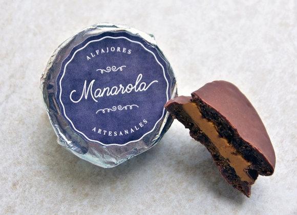 Alfajor de chocolate cubierto con chocolate de leche