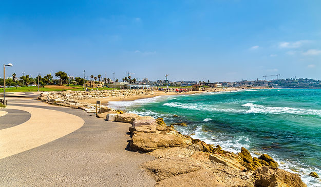 רצועת חוף וטיילת בים התיכון