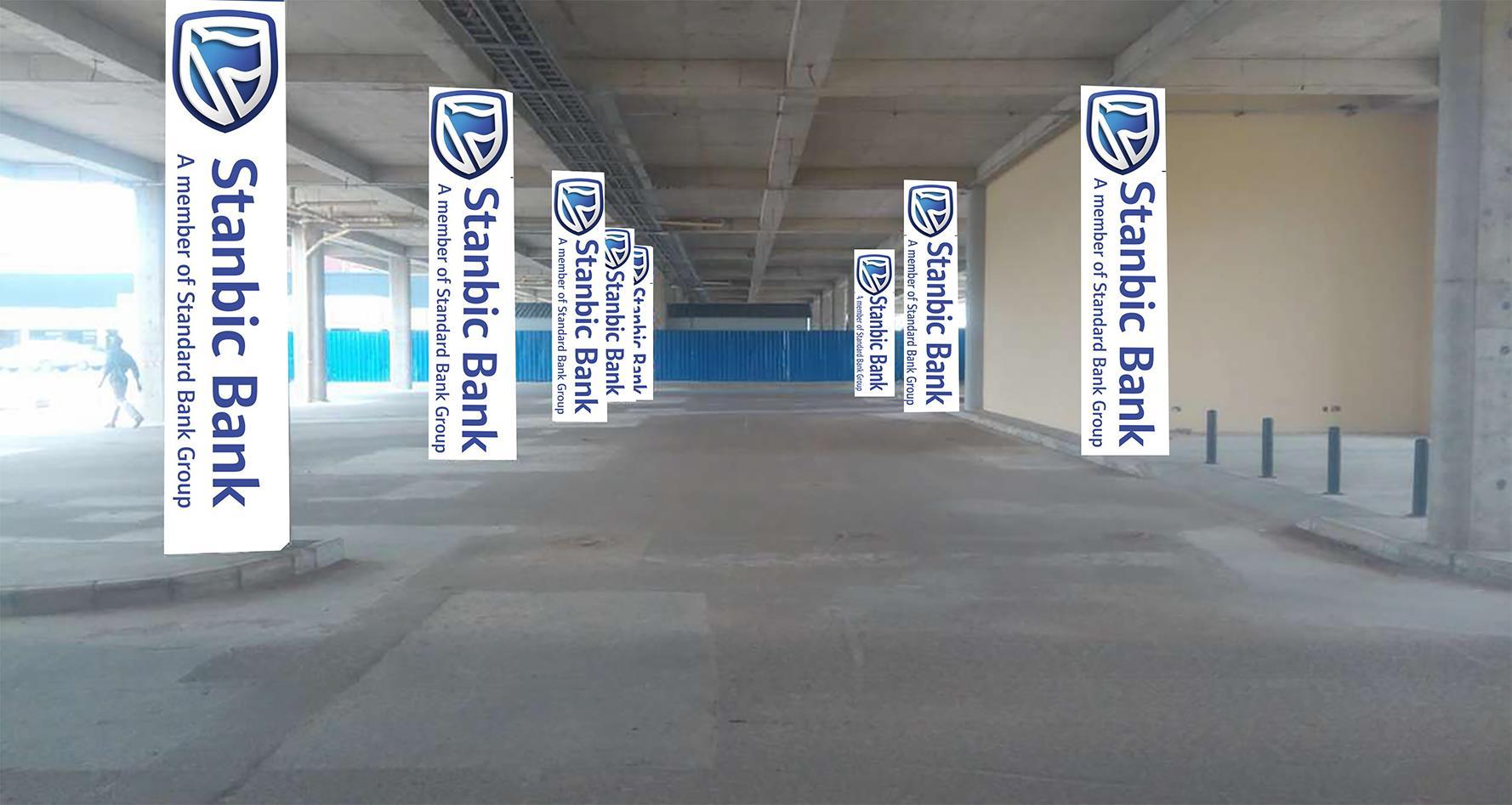 Arcades parking lot Pillers