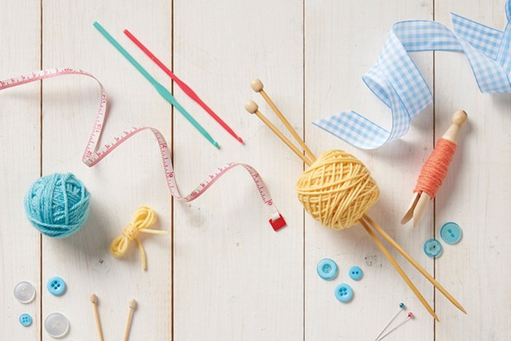 Selection_of_knitting_tools-a965ee1.jpg