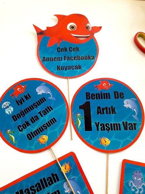 Kırmızı Balık Doğum Günü Konuşma Balonu