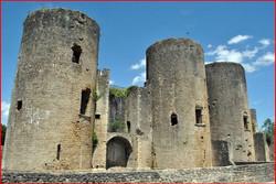 Chateau de Villandraut, 15 km