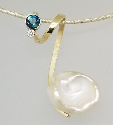14k Yellow Gold Pendant with Pearl Cup, Tourmaline & Diamond