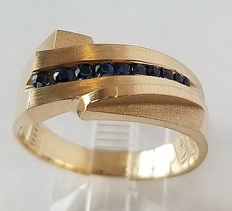 Graduated Blue Sapphire Melee Ring