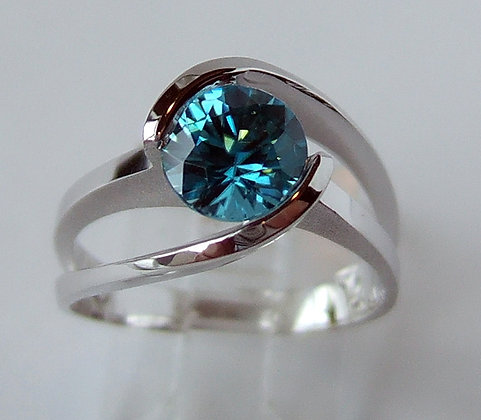 14k White Gold Split Band Ring with Blue Zircon