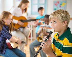уроки игры на музыкальных инструментах.