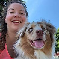 Caroline et chien.png