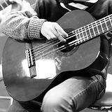ecole-dutilleux-guitare-bw.jpg