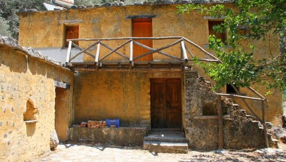 Old house in Samaria gorge