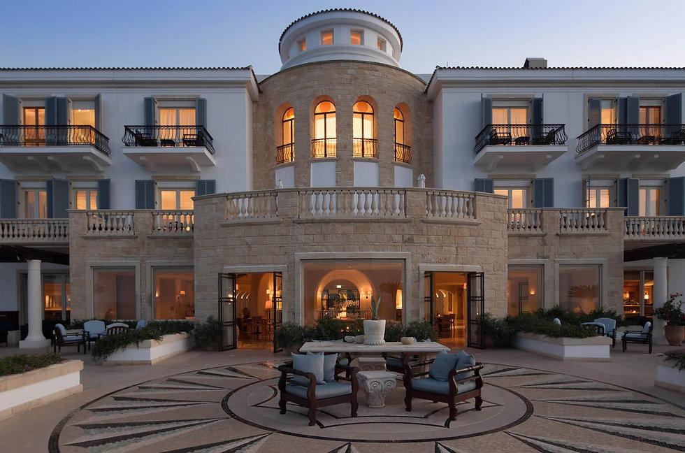 Anassa-hotel-amorosa-terrace-1800x1190.j