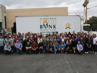 LA Golf Fans Donate More Than Half a Ton of Food