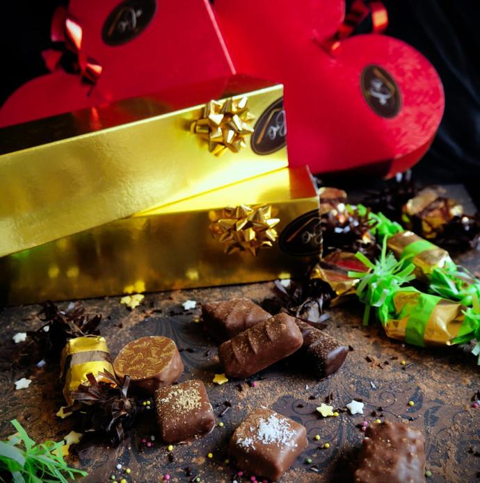 coeur et plumier et chocolats.jpeg