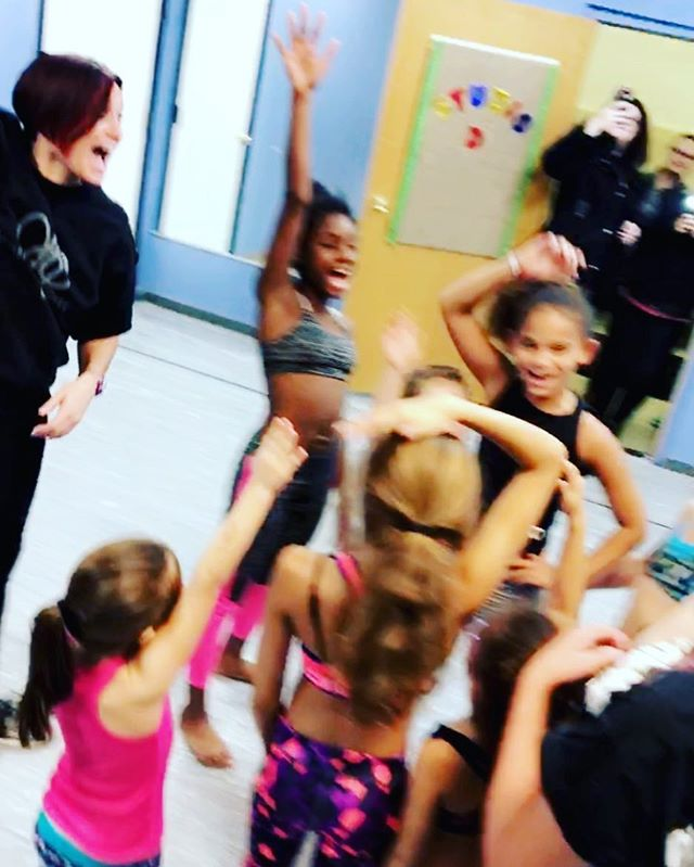 Blurry but showing some fun in class !_) #the716dancelab
