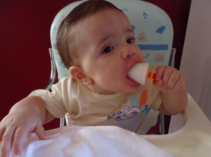 Helado de leche materna para aliviar el dolor de dentición