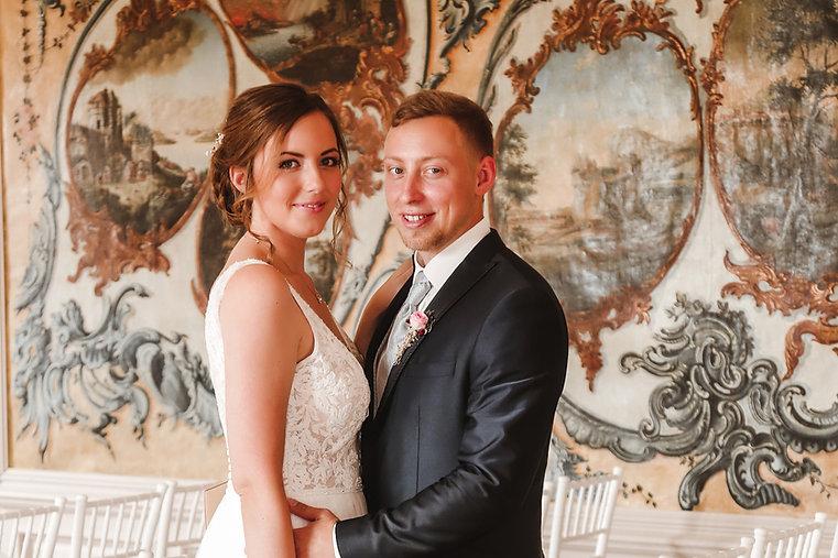 Brautpaar im historischen Tapetensaal Schloss Ahlsdorf