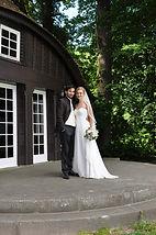 Gut Ahlsdorf, Hochzeitspaar vor Teehaus, Photo: bs-designs Bianca Seeger
