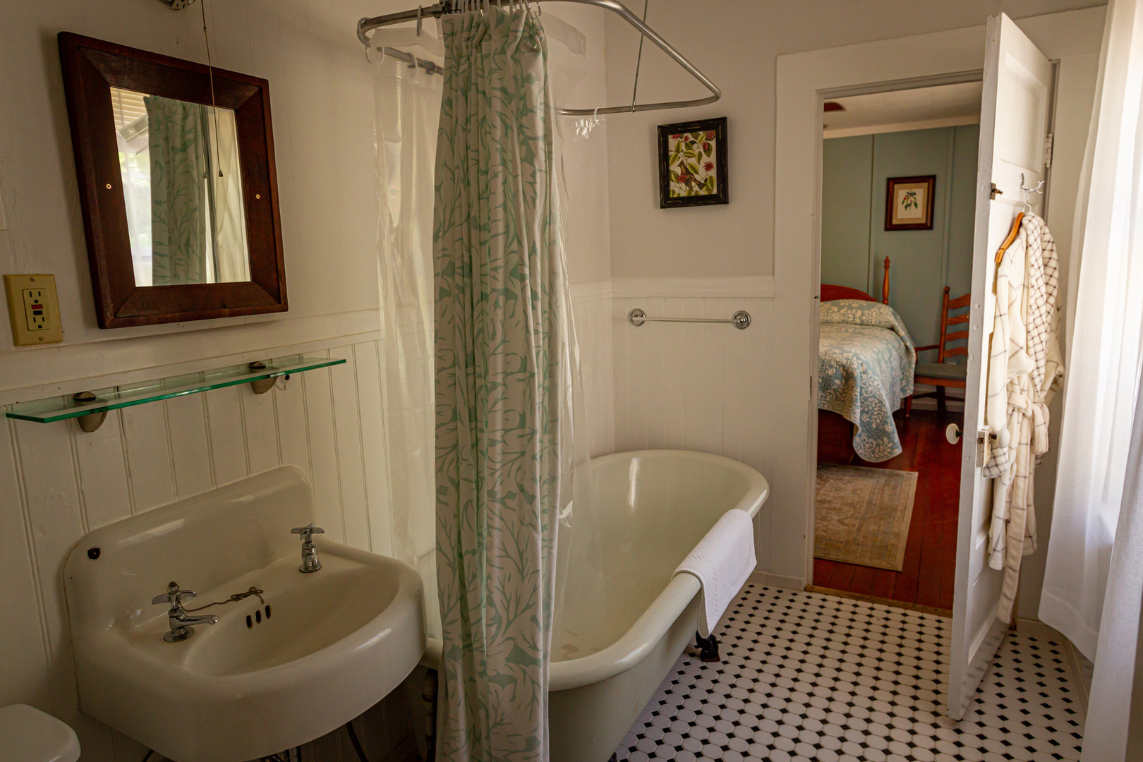 #9 Stout Grove Bathroom
