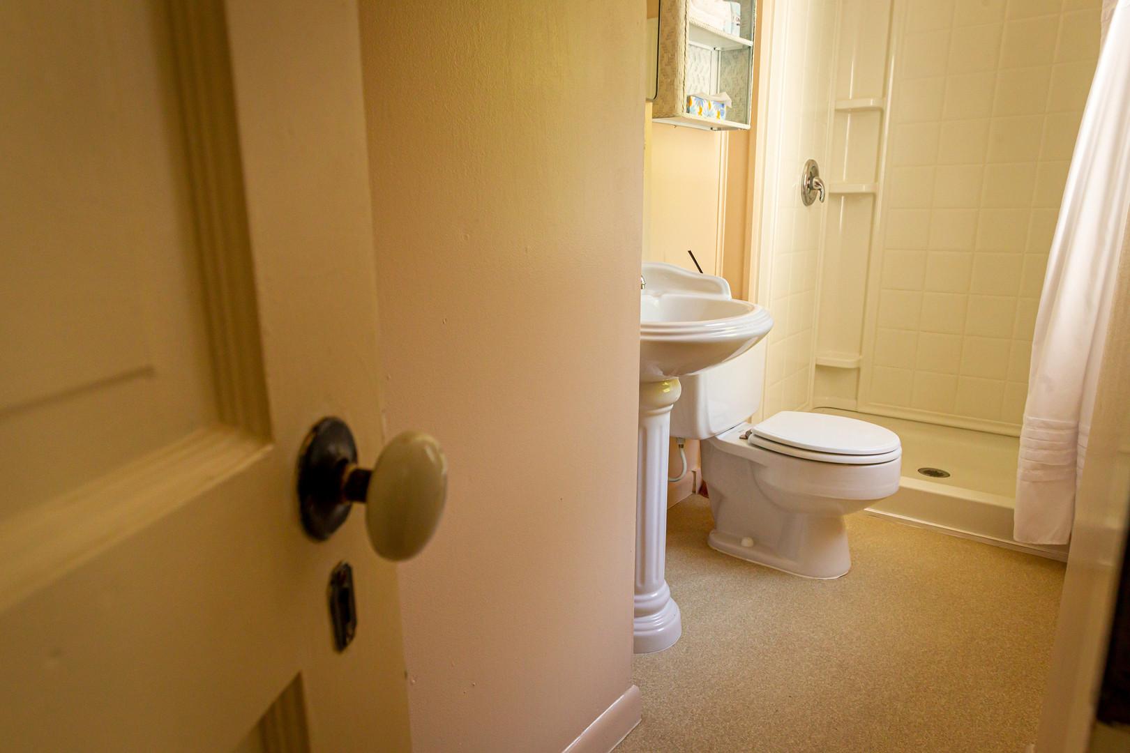 #7 Dolason Prairie Bathroom