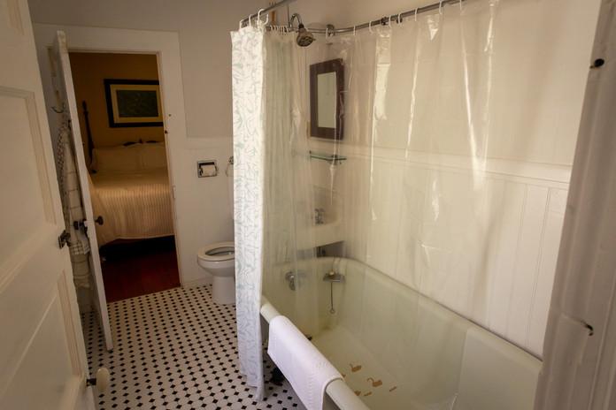 #9 Stout Grove Bathroom