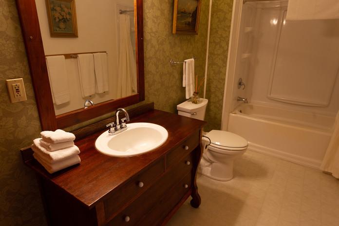 #8 Emerald Ridge Bathroom