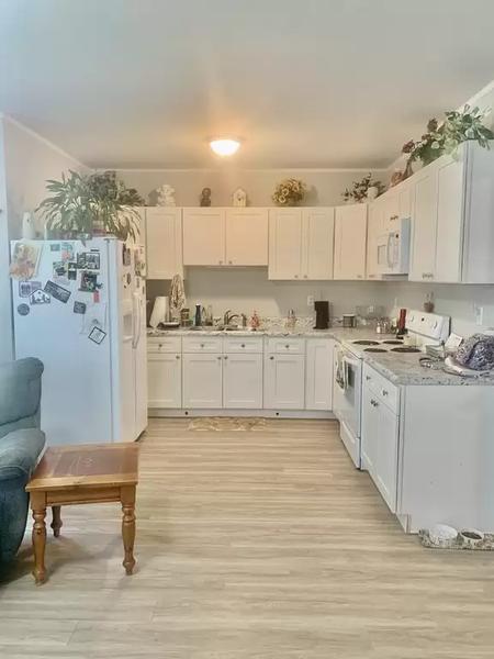Kitchen 2.webp