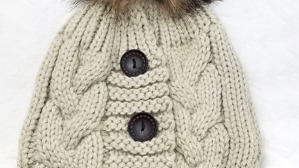 Cream hat with pompom and buttons