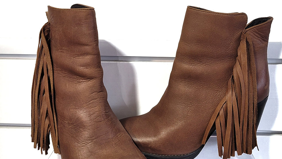 Steve Madden brown fringe ankle boot size 8