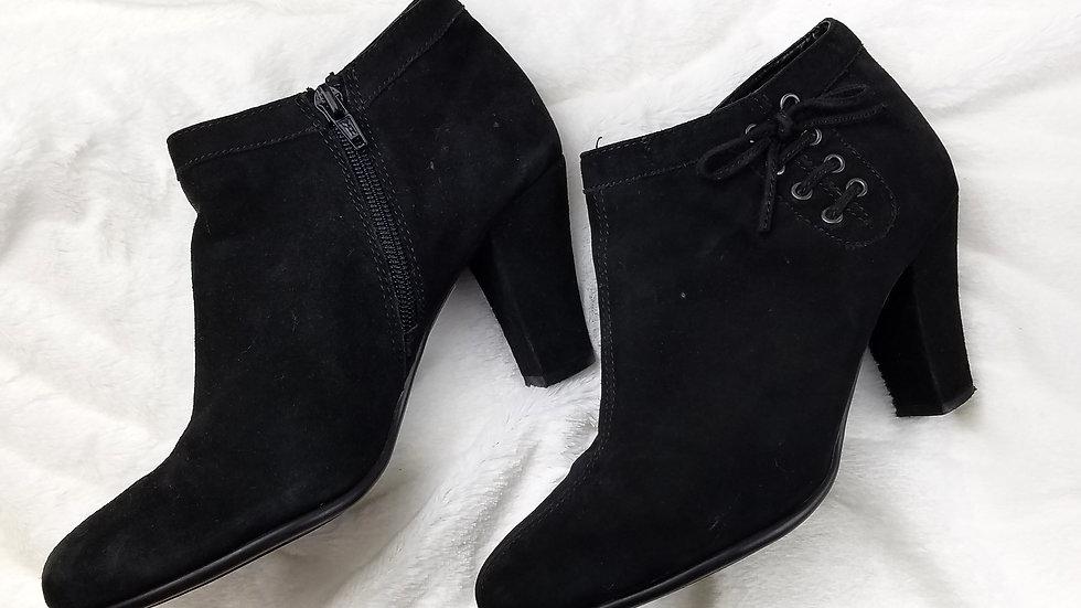 Aerosoles black suede bootie size 7