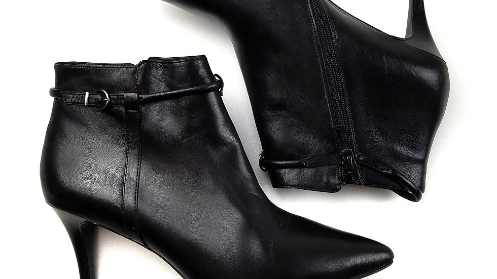 Town Shoes ankle boots size 7