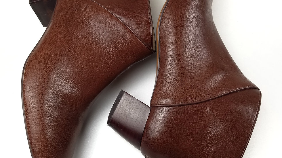 Nine West brown ankle boot size 6.5
