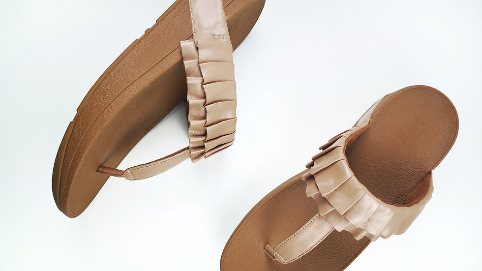 Fitflop taupe ruffle sandal size 8