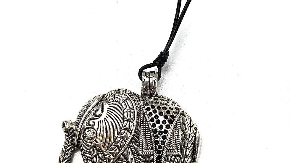 Elephant necklace (new)
