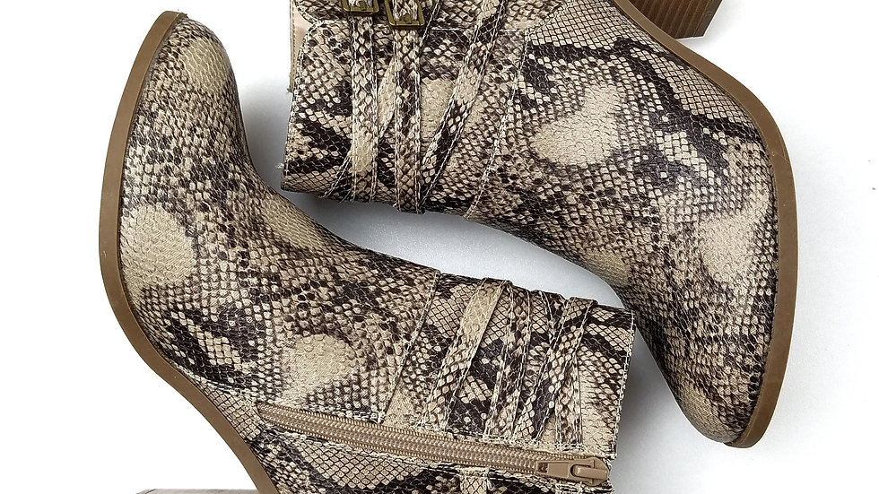Justfab snakeskin ankle boots size 9.5