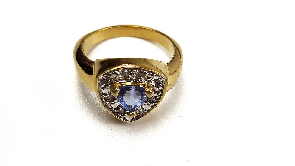 Gold fashion ring with blue stone