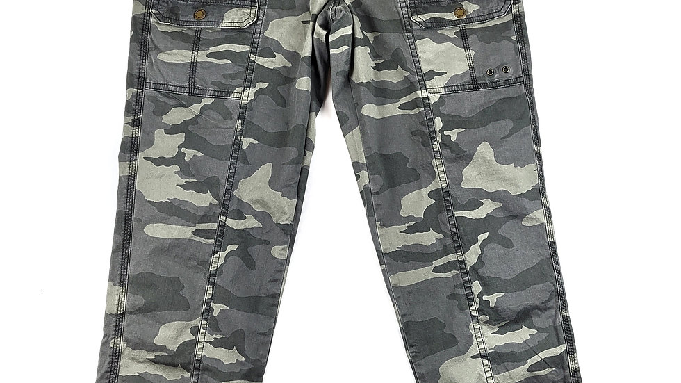 Sonoma green camo pants size 4