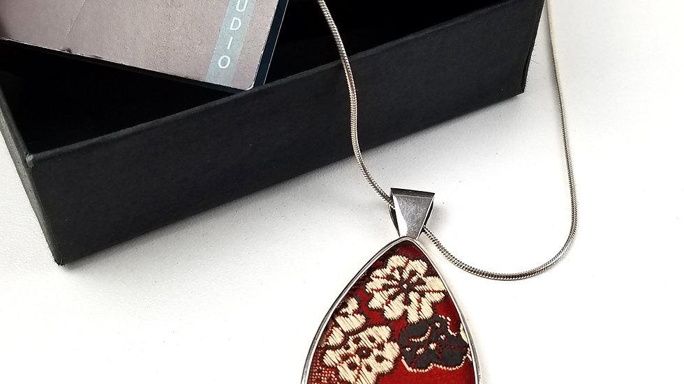 YU red silk glass pendant