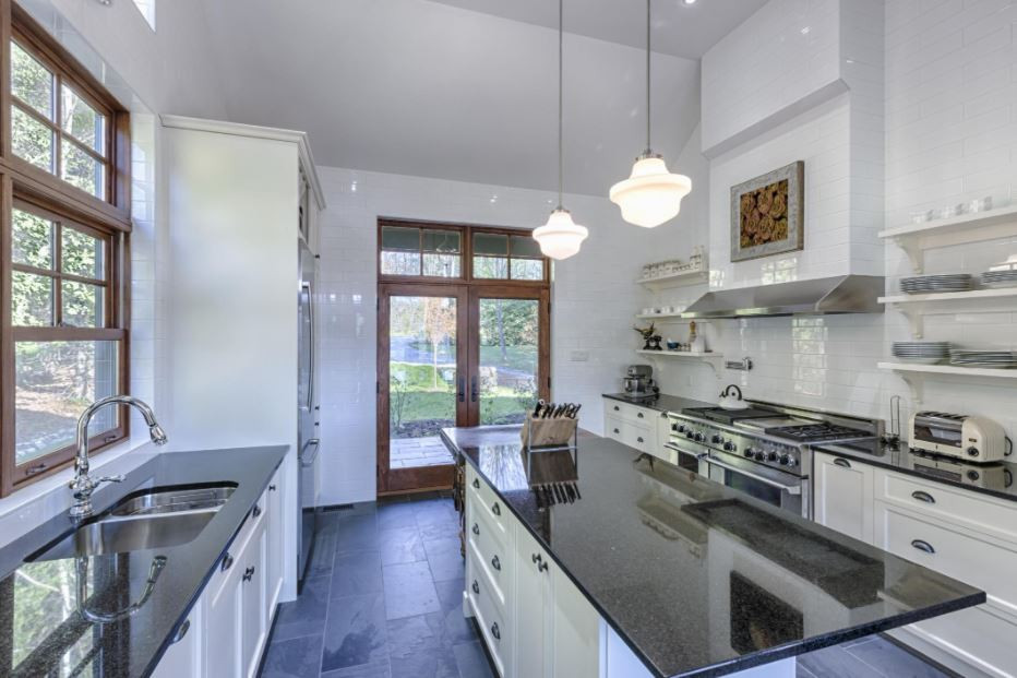 transitional kitchen, quartzite, farmhouse kitchen