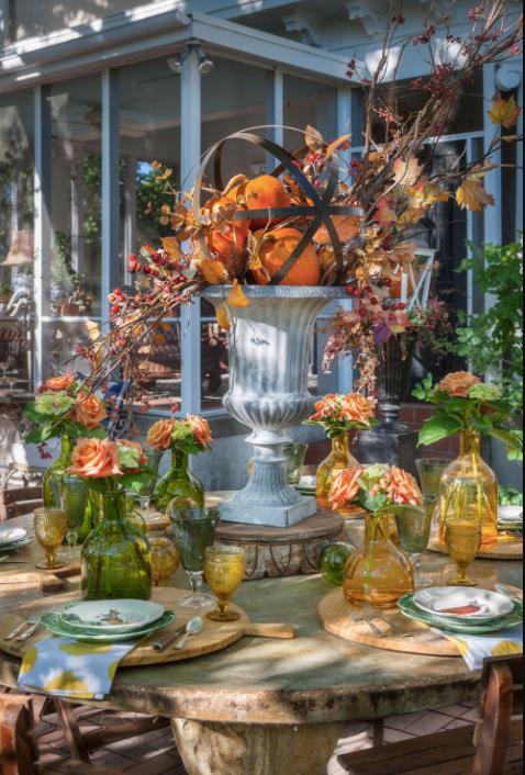 alfresco dining fall, fall outdoor decor