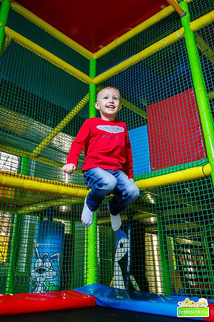 Мега прыжки на батуте. Не все фотографы Белгорода могут делать фотосъемку детей в движении.